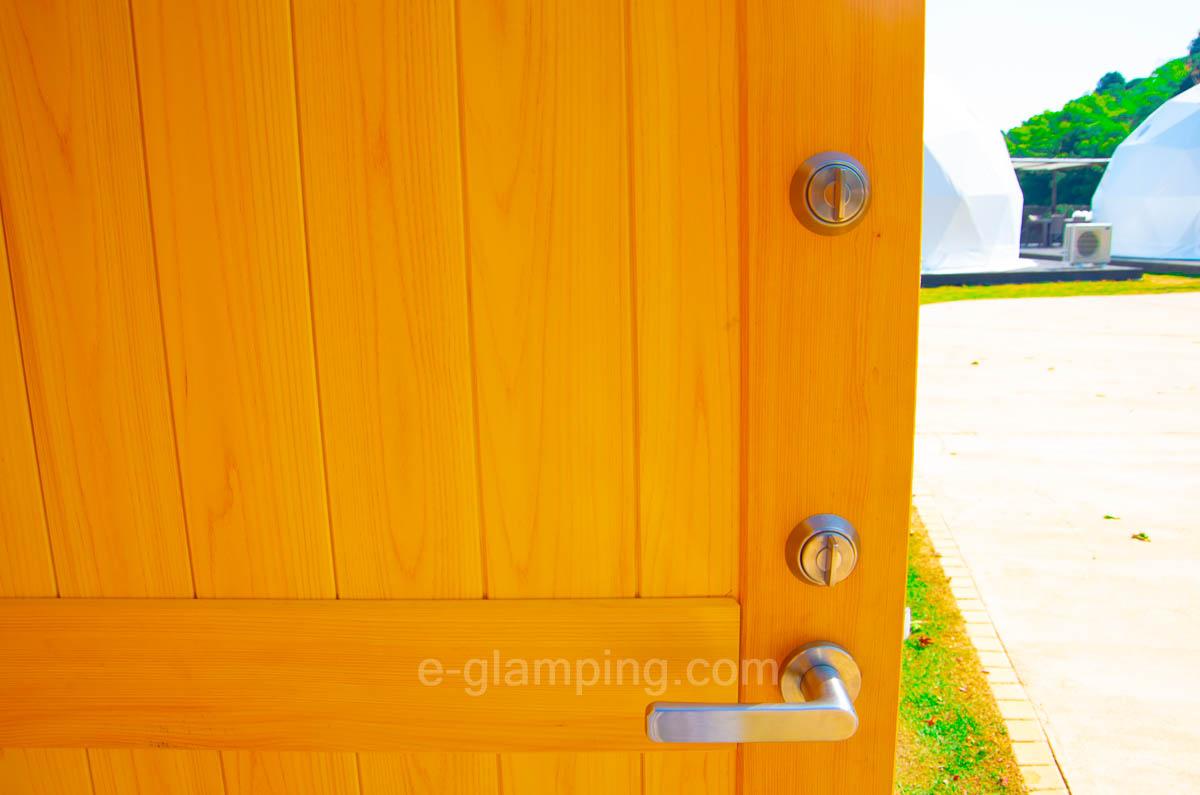 京都瑠璃浜グランドーム天橋立のシャワールームは鍵が二重になっていることを示した画像