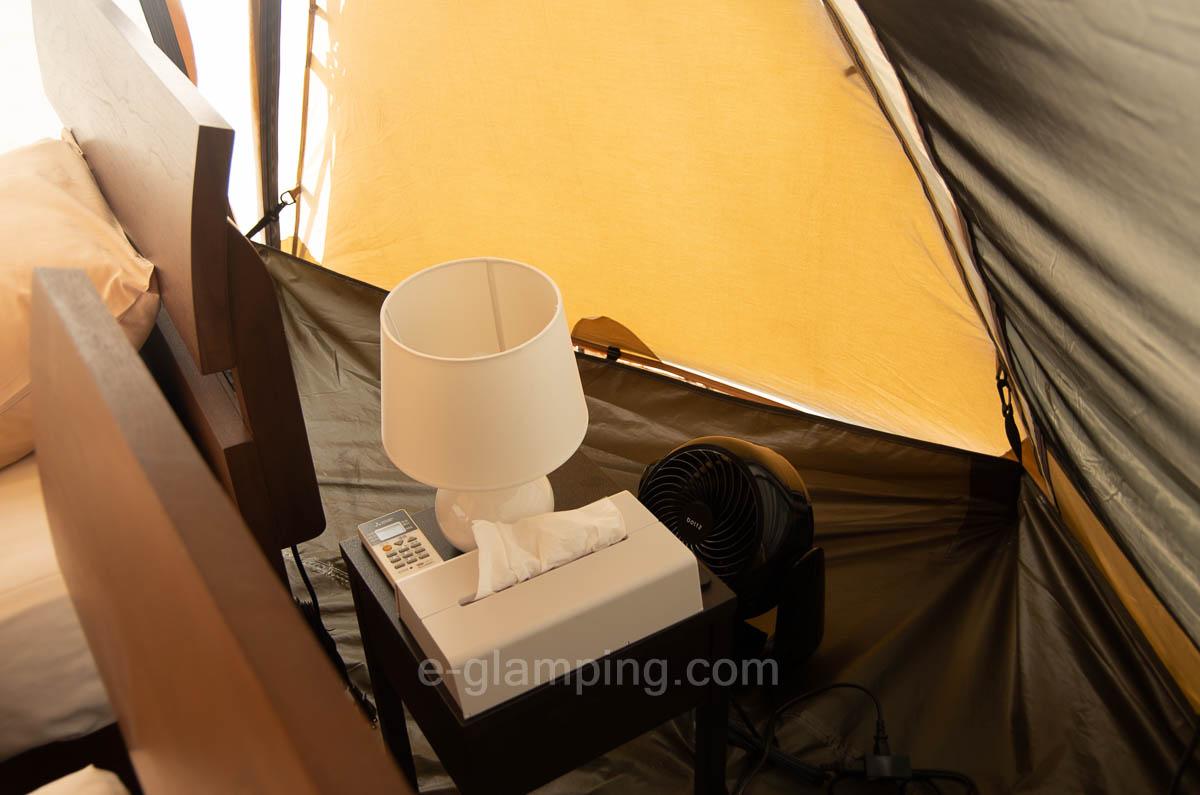 子供テントにも扇風機やティッシュなどがついてる