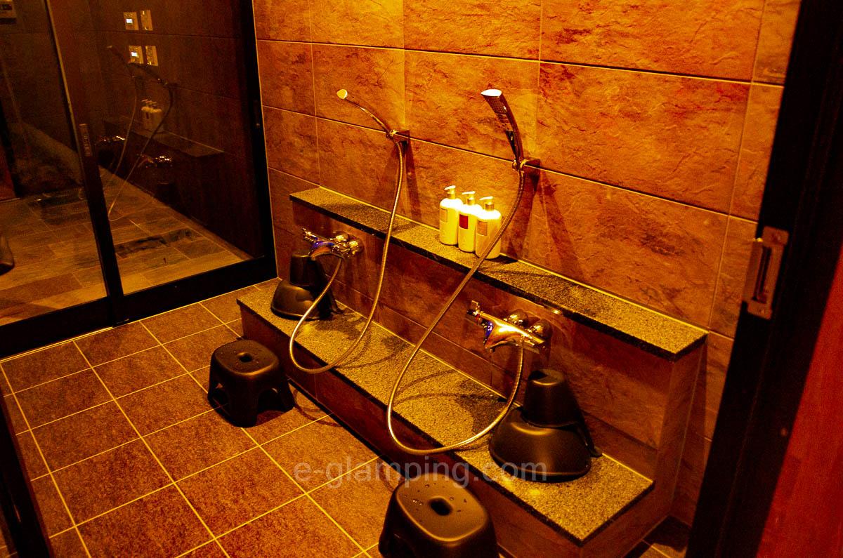 京都瑠璃浜グランドーム天橋立の温泉の洗い場の画像