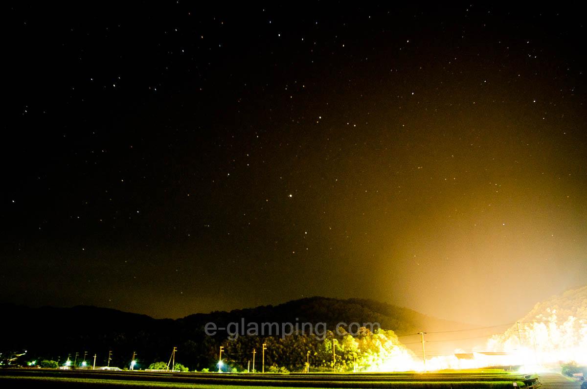 グランピング施設の外でも星空撮影が楽しめる