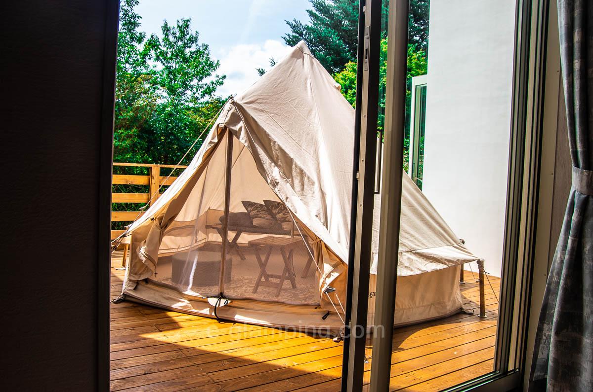 グラックスハナレでは庭にテントがある