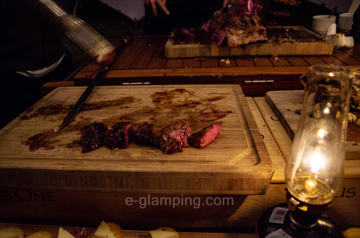 ホテル・ロッジ舞洲、森とリルのBBQフィールドのお肉がとってもおいしい