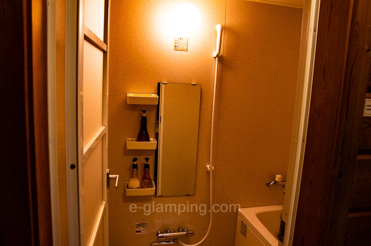 ホテル・ロッジ舞洲ログハウスにお風呂もついてる