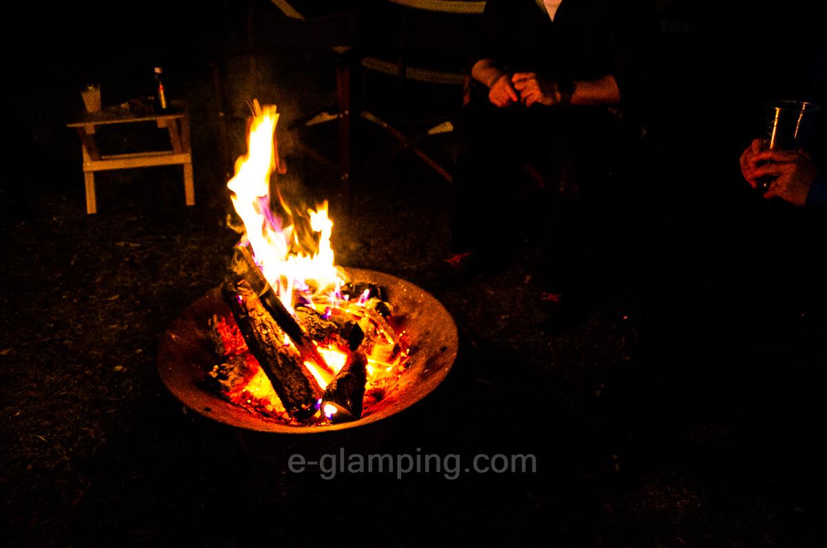 ホテル・ロッジ舞洲、森とリルのBBQフィールドは期間限定で焚火が無料