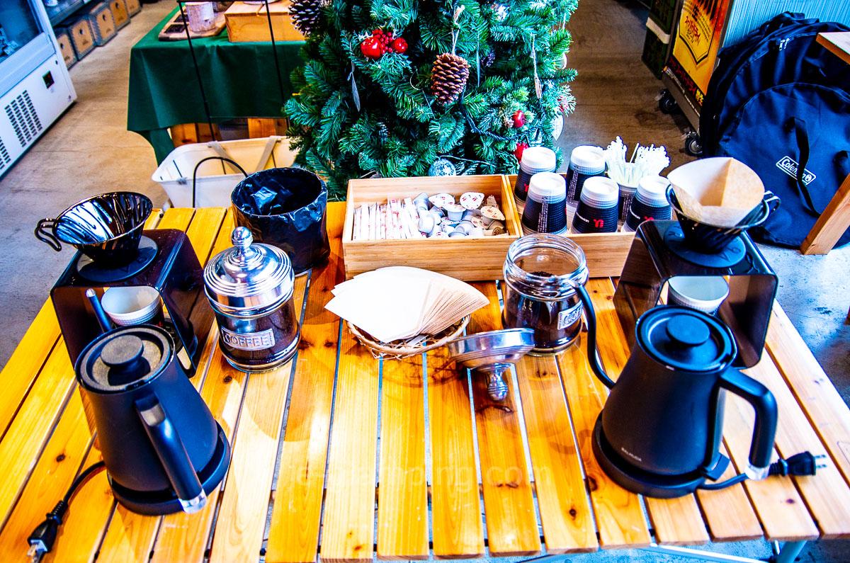 冬グランピングのコーヒー