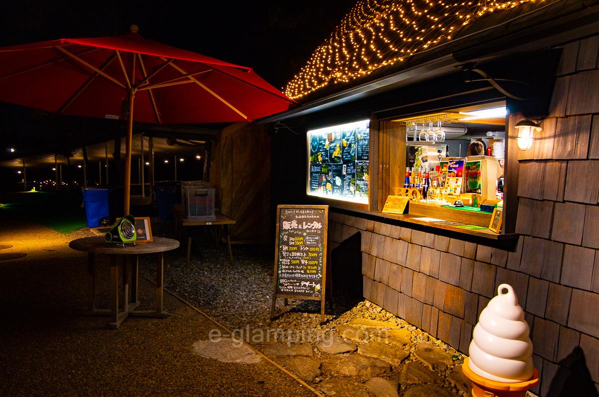 ホテル・ロッジ舞洲ログハウスはお酒や食事ソフトクリームも売ってる